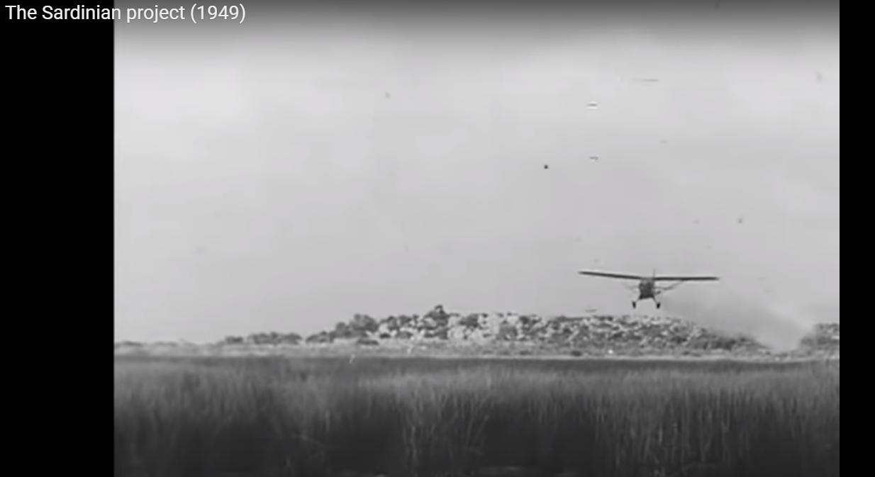 Malaria - The Sardinian Project (009) - aereo spruzza il DDT